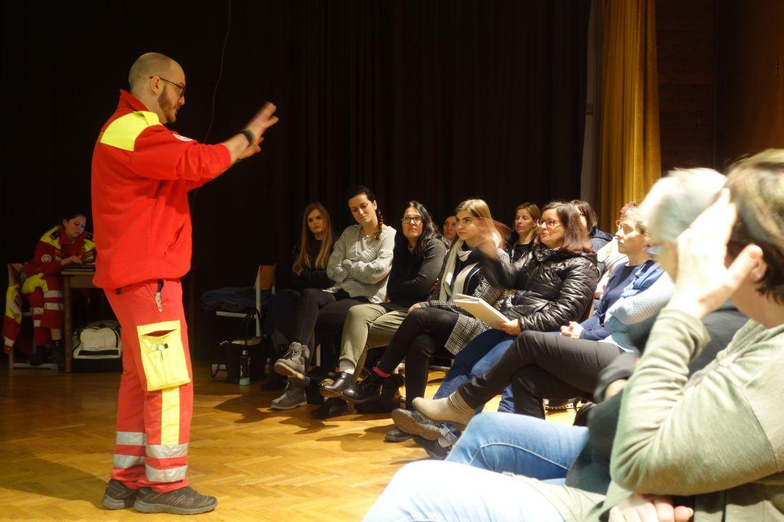 Tečaj prve pomoči za zaposlene v Slovenskem šolskem društvu