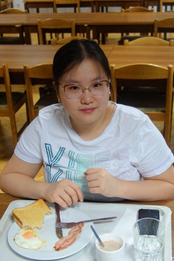 Luna Liu (maturantka-maturantin: ZG/ZRG za Slovence-BG/BRG für Slowenen)
