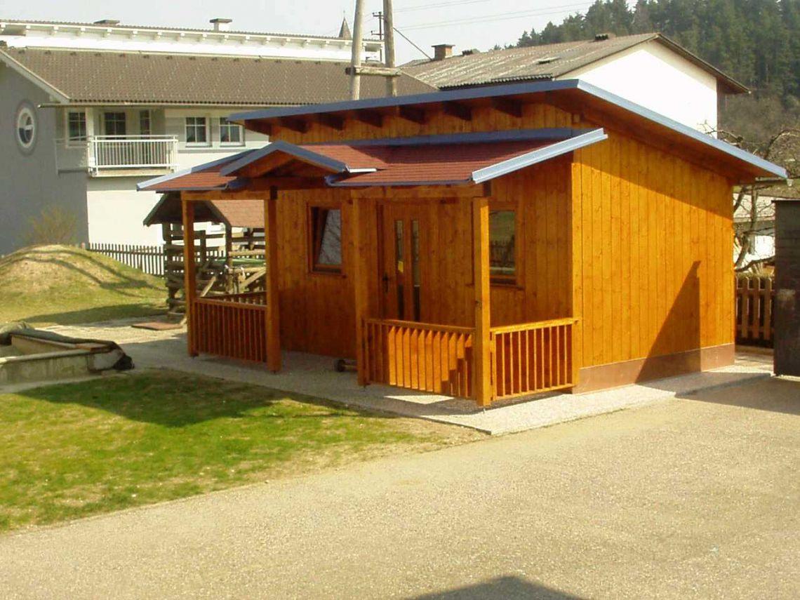 Naša lesena hišica s teraso