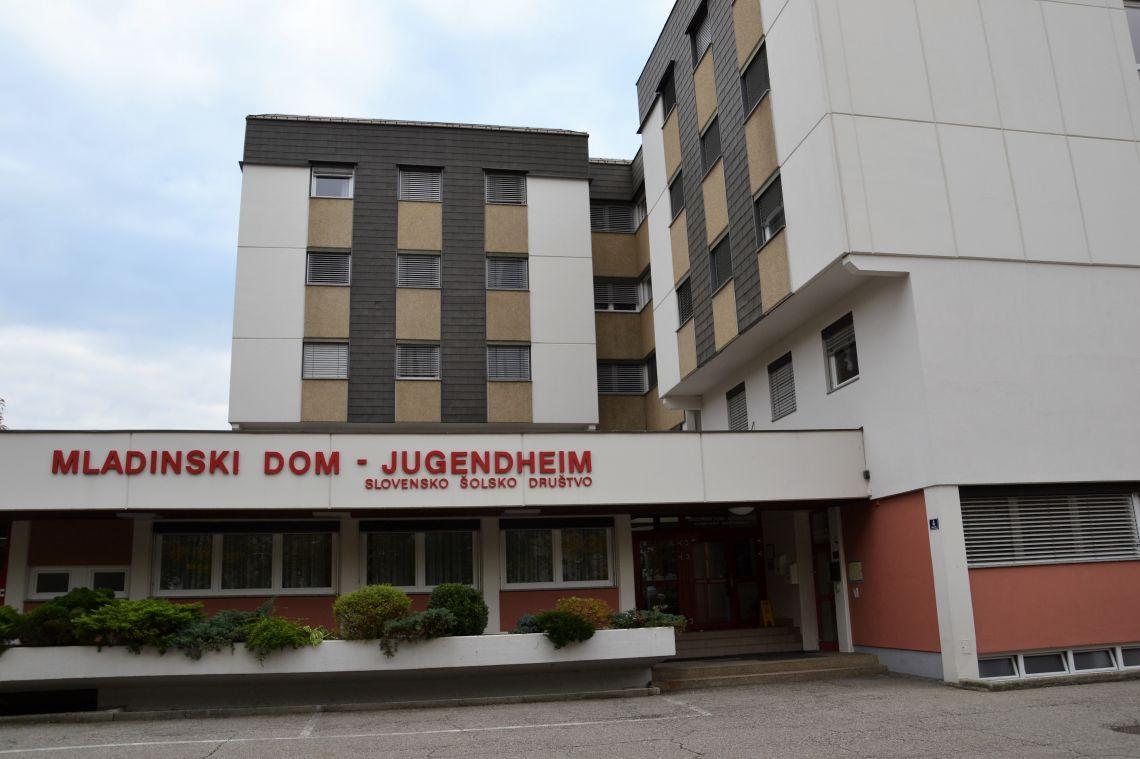 Hauptgebäude - Eingangsbereich