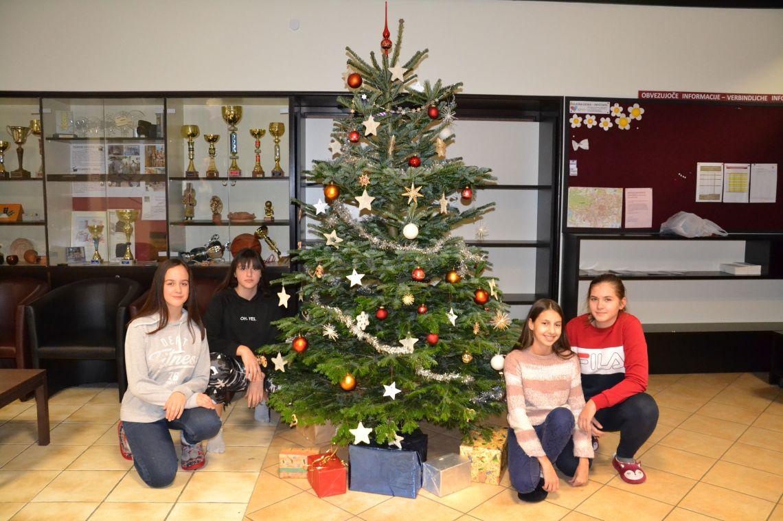 Okraševanje božičnega drevesa