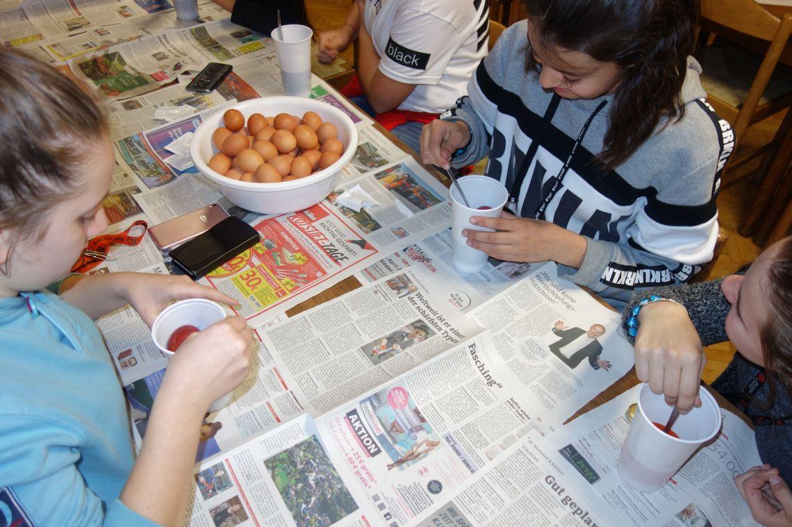 Barvanje velikonočnih pirhov